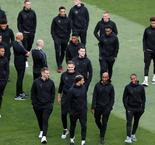 Pays-Bas-Angleterre: Depay titulaire, Sterling capitaine