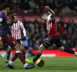 Maupay sinks Villa at the death, Leeds back on top