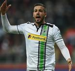 Gladbach's Dominguez forced to retire at 27