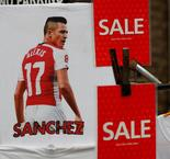 Alexis Sanchez Arrives for Manchester United Medical