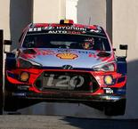 Evans puncture gifts Neuville win in Corsica