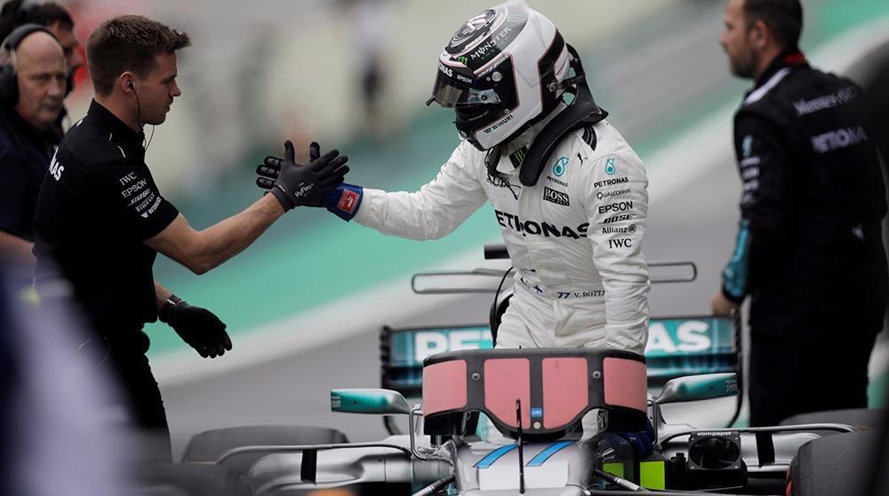 f1 gp du br sil bottas mercedes en pole hamilton dernier sur la grille. Black Bedroom Furniture Sets. Home Design Ideas