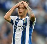 Porto's chance goes begging against 10-man Roma