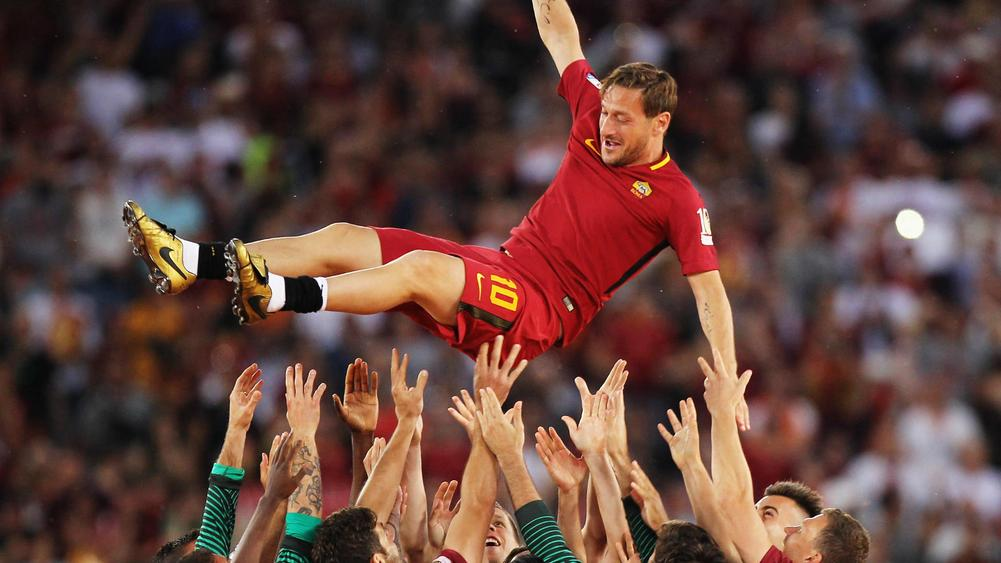 Totti confirms retirement to take Roma role