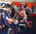 MotoGP Teams Study Up For Final Test