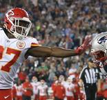 Chiefs rookie Hunt redeems himself to lead upset of Patriots
