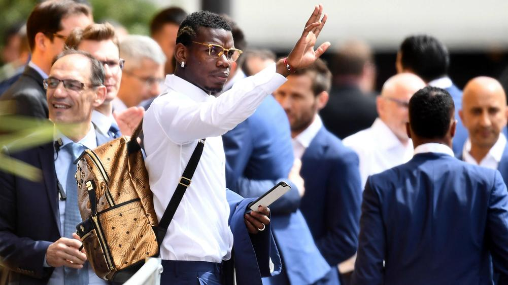 Pogba arrives for United medical
