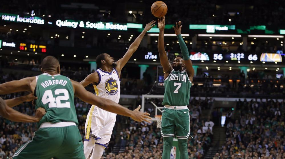 NBA: Boston foudroie Golden State, Harden étincelant