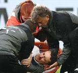 Stuttgart captain Gentner suffers multiple facial fractures in horror collision