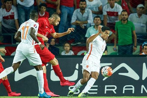 Turkey 3-0 Netherlands: Dismal Dutch in danger of missing Euro 2016