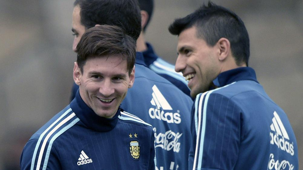 buy online 85762 703ae Sergio Aguero Says Argentina's Number Ten Shirt Belongs To ...