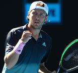 Pouille upsets Raonic to reach Australian Open semis