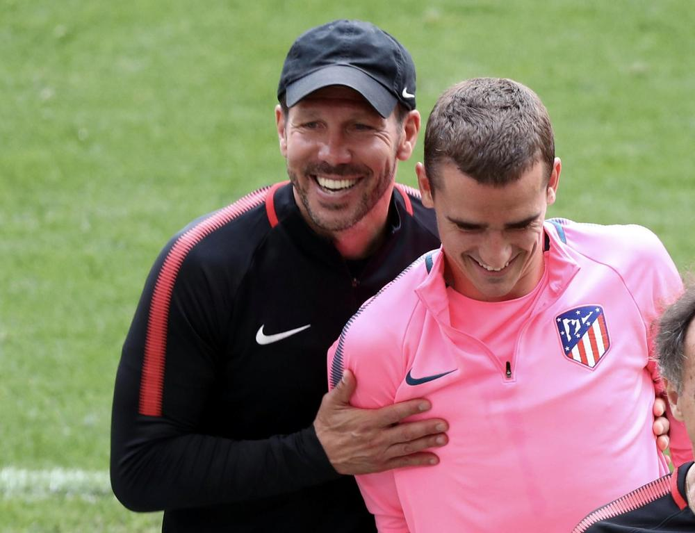 Atletico Madrid coach Diego Simeone and Antoine Griezmann during training REUTERS/Sergio Perez