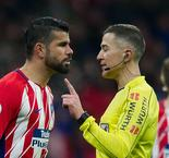Diego Costa Fumes After Referee Waves Away His Penalty Appeals