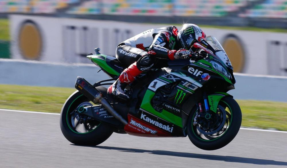 Rea wins record third straight Superbikes title