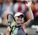 Radwanska, Geroges cruise into Auckland quarters