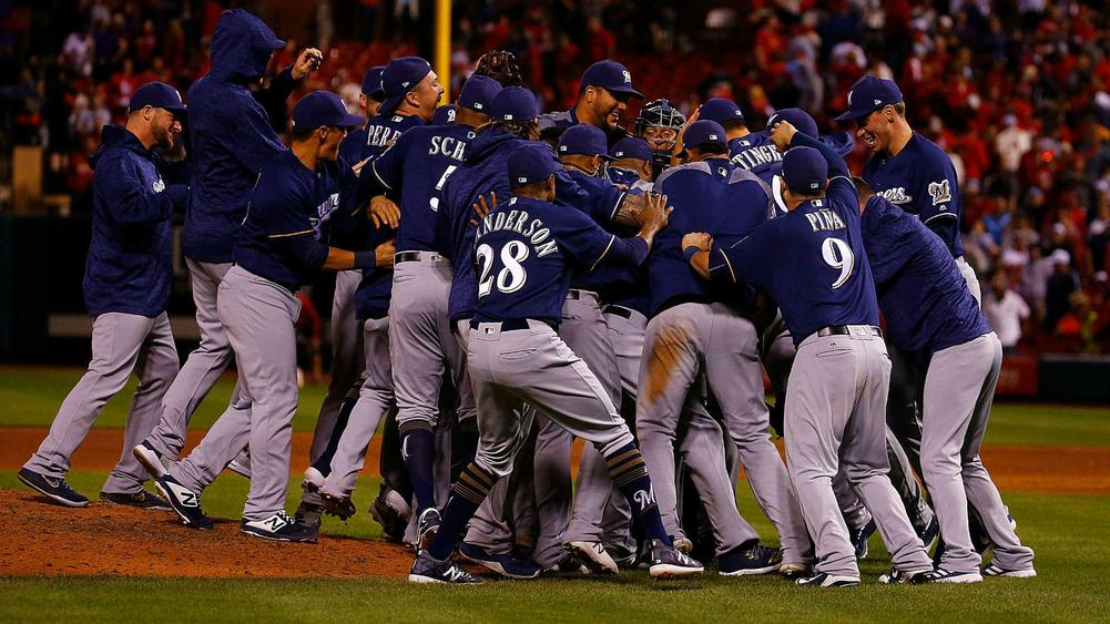 Cubs, Brewers clinch playoff berths