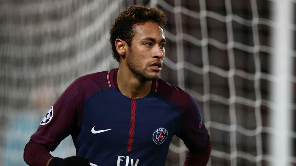 Messi throws Neymar friendship aside as he sends warning to PSG star