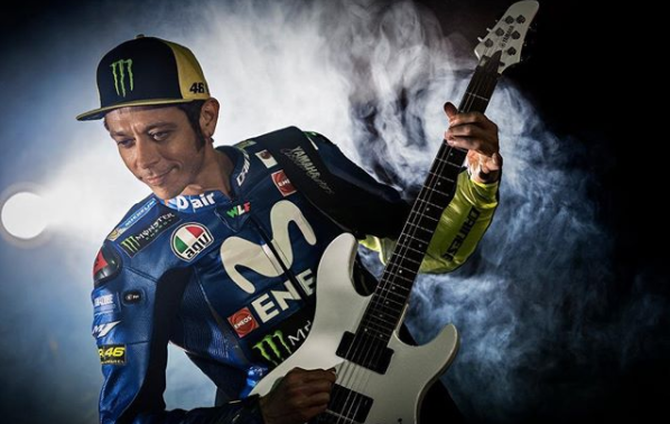 Valentino Rossi Extends Deal with Movistar Yamaha