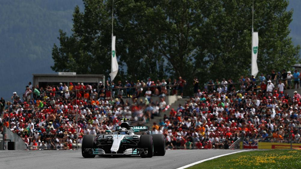 Bottas beats Vettel to pole in Austria