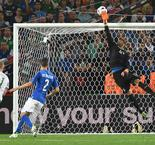 EURO 2016: Italy v Republic of Ireland: Sirigu saves Murphy's header