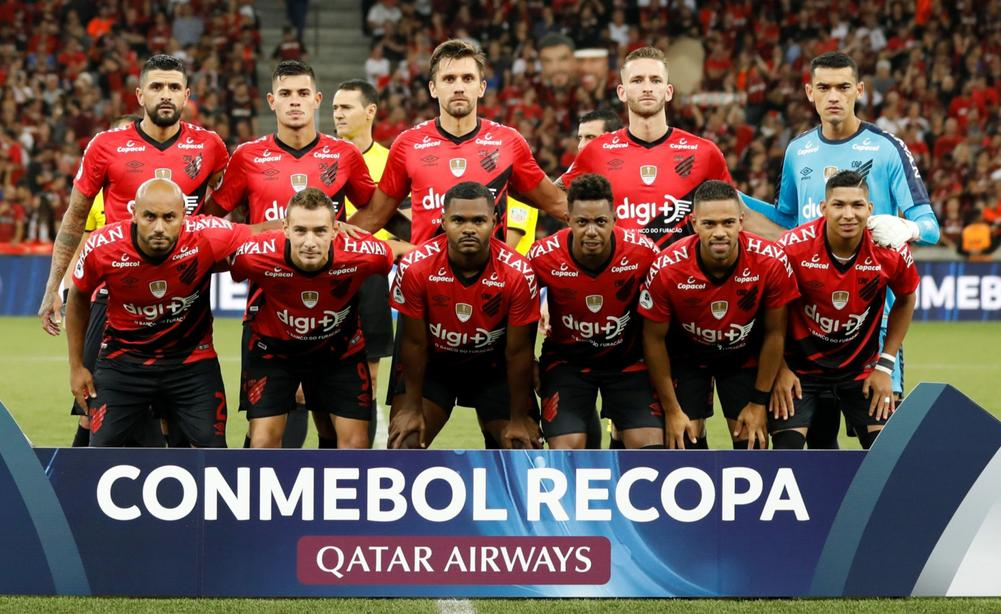 Athletico Paranaense players pose for a team group photo before the first leg of the 2019 Recopa Sudamericana against River Plate, May 22, 2019 | beIN SPORTS USA