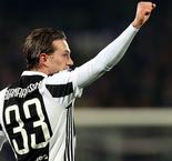 Juve goes top with victory at Fiorentina