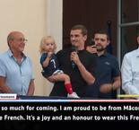 Thousands welcome home hero Griezmann