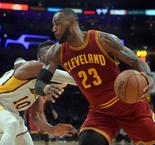 NBA [Dunk of the Night] : LeBron James s'envole au Staples Center !