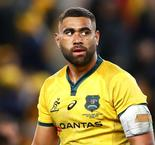 Fan tries to grapple with Wallabies star Tui