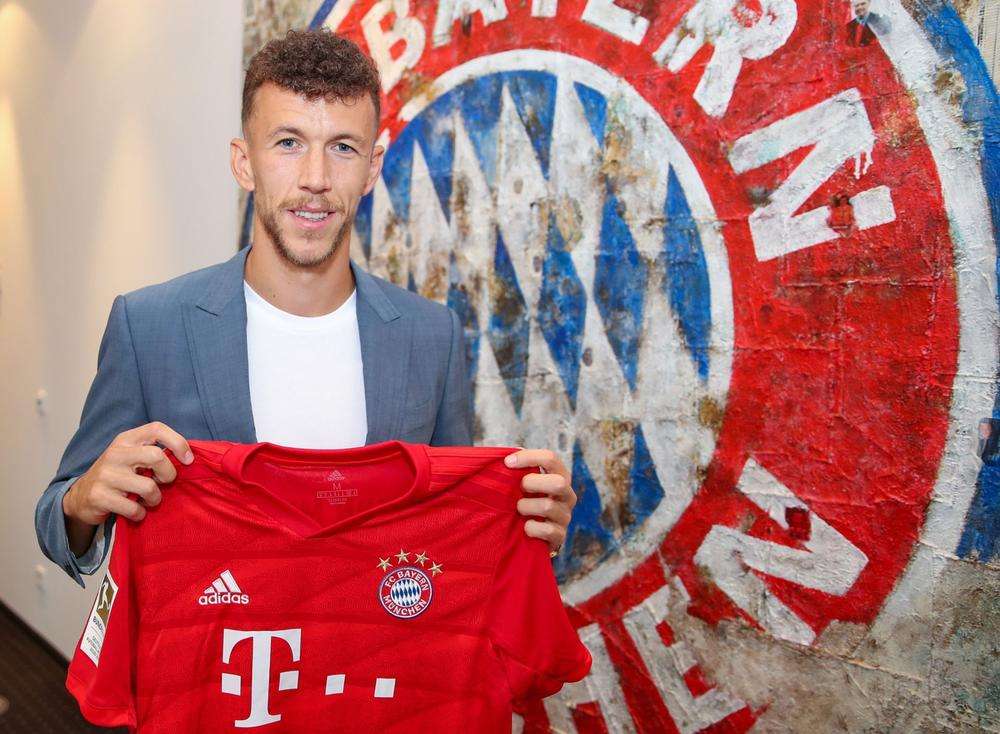 Ivan Perisic poses with the Bayern Munich after completing a loan move to the Bundesliga club from Inter | August 13, 2019 | beIN SPORTS USA