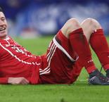 Bayern Munich 2 Schalke 1: Lewandowski equals Bundesliga record to lift Heynckes' spirits