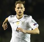 Howedes held Arsenal talks before Juventus switch