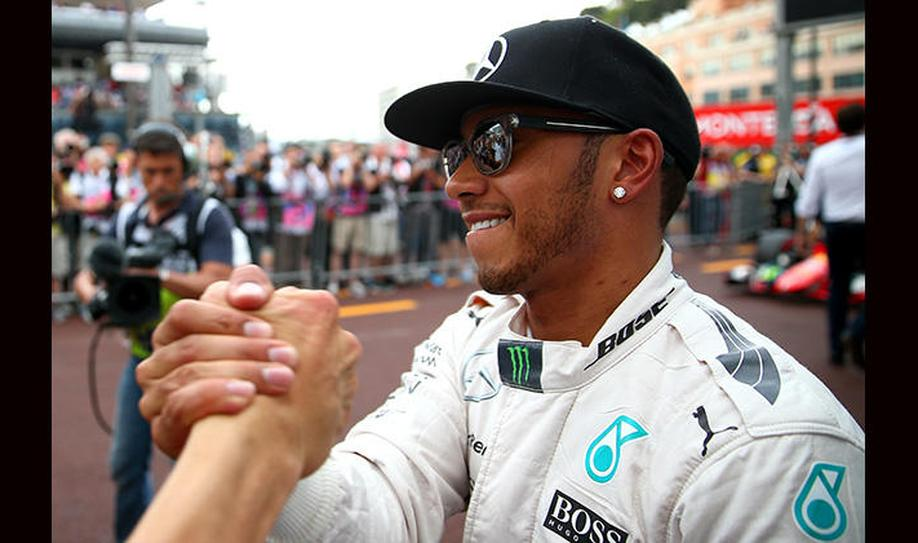 Lewis Hamilton signs new 3-year Mercedes deal