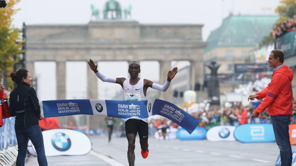 Eliud Kipchoge misses world record but wins Berlin Marathon