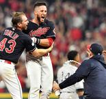Indians win thriller, Astros also take 2-0 lead