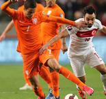 Stoppage-time leveller spares blushes for Dutch
