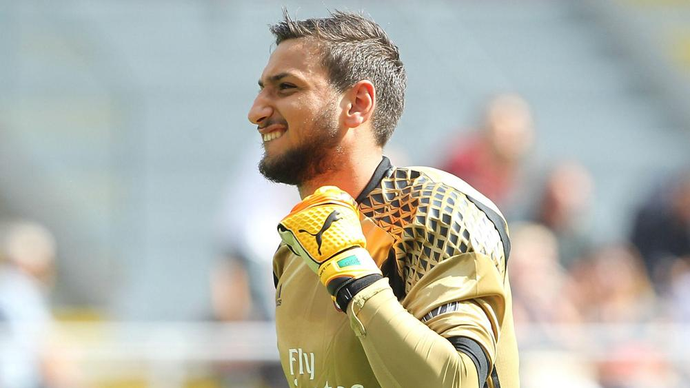 Gianluigi Donnarumma extends AC Milan deal until 2021