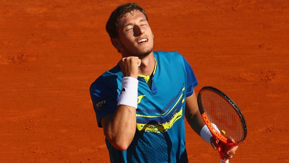 Carreno Busta beats Muller to win Estoril Open title