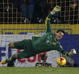 Jakupovic the hero as Tigers win shootout