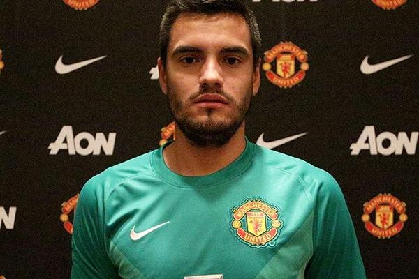 Sergio Romero signs for Manchester United