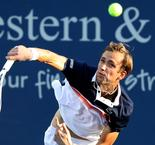 Medvedev dominates as Djokovic awaits