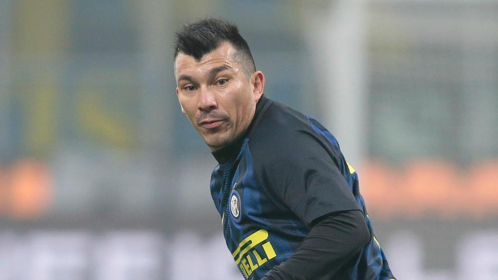 Chile's Medel to join Besiktas from Inter