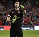 Arsenal goalkeeper hits back at Bayer Leverkusen