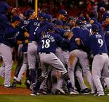 Brewers, Cubs clinch playoff spots in crowded NL