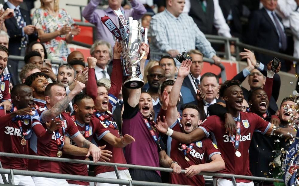 Soccer Football - Championship Playoff Final - Aston Villa v Derby County - Wembley Stadium, London, Britain - May 27, 2019 Aston Villa's Jack Grealish lifts the trophy as they celebrate winning the playoffs Action Images via Reuters/Ed Sykes   beIN SPORT