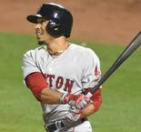 Red Sox earn 10th straight win; Pujols matches Ken Griffey Jr.
