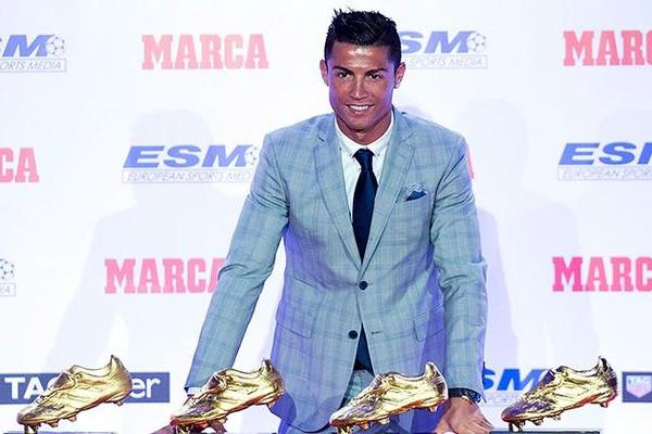 Cristiano Ronaldo presented with Golden Shoe