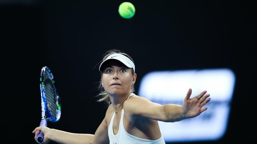 Sharapova topples Linette to reach Tianjin quarter-finals