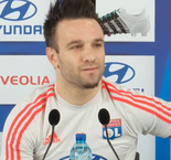 Valbuena has no problem playing with Benzemaa